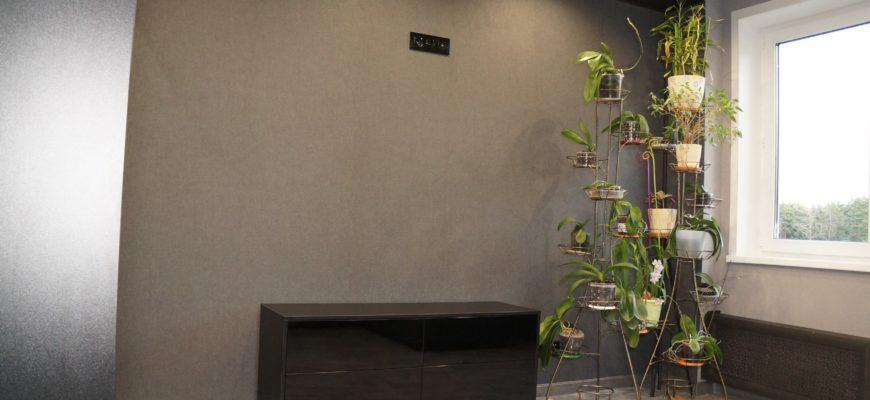 Черная тумба под телевизор из ЛДСП Kronospan